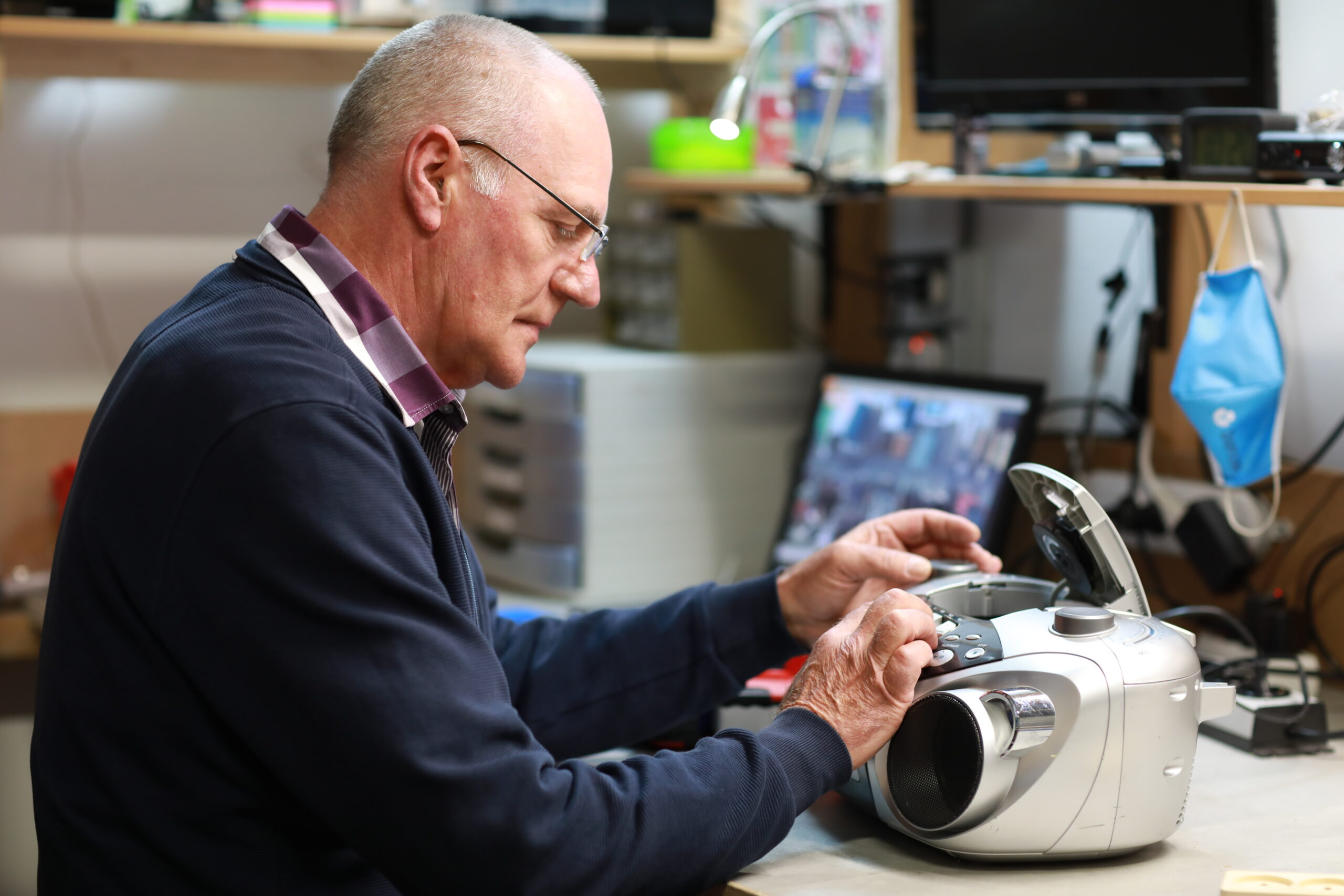 Kringloopwinkels weer open: de bijna-Vuitton en andere vondsten