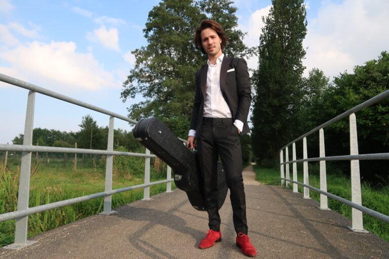 Het gitaarspel van Mart slaat aan in heel het land